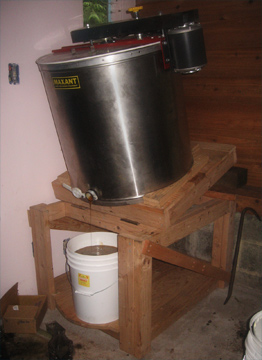 Maxant 20 Frame Honey Extractor on Brookfield Farm Tilting Stand